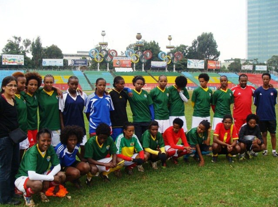 Author (standing, first from left) with Ethiopia's national women's team. National Stadium, Addis Ababa, 2011. Photo: Saavedra.